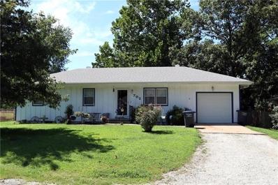 702 CASS, Harrisonville, MO 64701 - #: 2186161