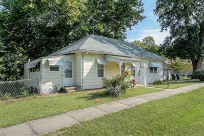 400 E Chestnut Street, Harrisonville, MO 64701 - #: 2189290