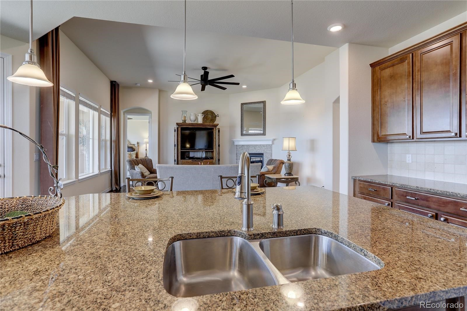 MLS# 8545425 - 13 - 7598 S Country Club Parkway, Aurora, CO 80016