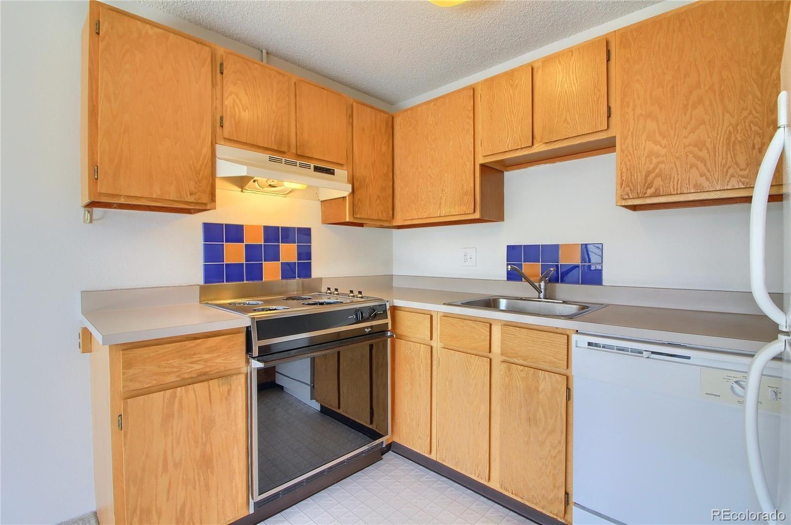 MLS# 8942886 - 12 - 3315 Chisholm Trail #302, Boulder, CO 80301