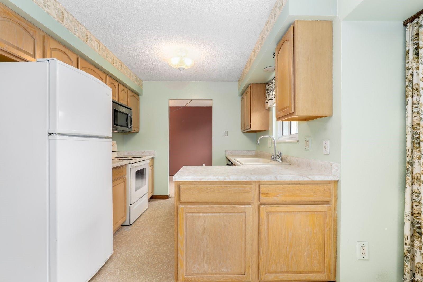 MLS# 9388293 - 9 - 920 Coral Court, Castle Rock, CO 80104
