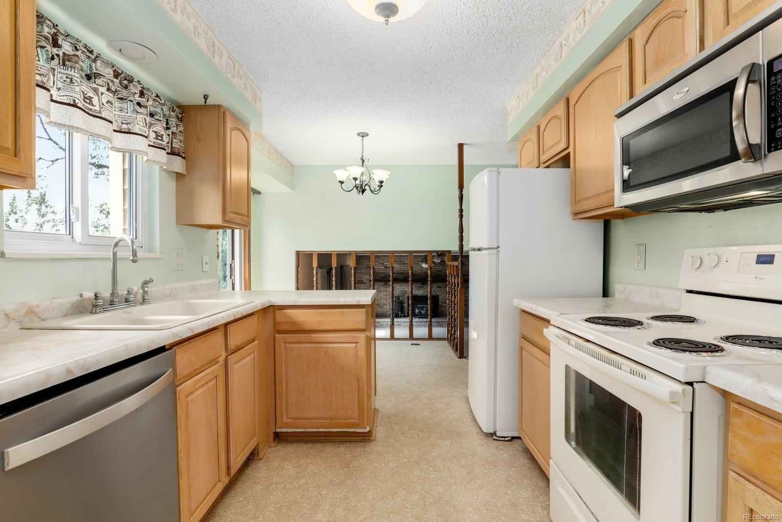 MLS# 9388293 - 10 - 920 Coral Court, Castle Rock, CO 80104