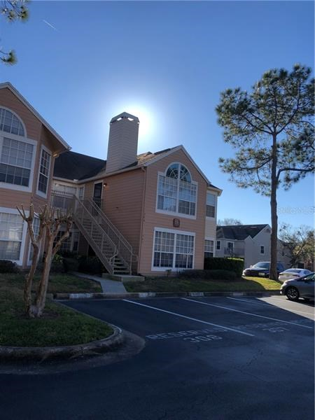 696 YOUNGSTOWN PKWY #305,