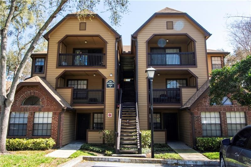 325 LAKEPOINTE DR #303,