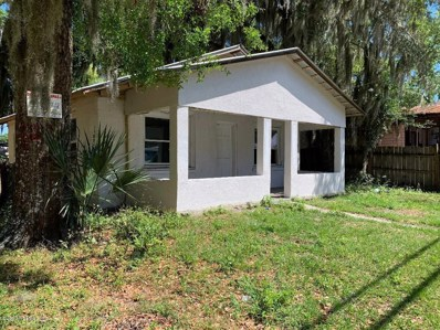 Crescent City, FL home for sale located at 120 Cedar St, Crescent City, FL 32112