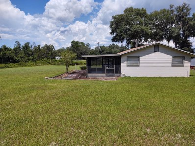 Interlachen, FL home for sale located at 700 Lake Shore Ter, Interlachen, FL 32148
