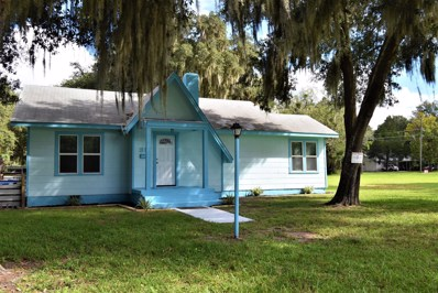 Crescent City, FL home for sale located at 317 Chestnut St, Crescent City, FL 32112