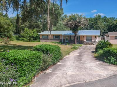 Interlachen, FL home for sale located at 300 Holiday Dr, Interlachen, FL 32148