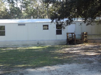 Interlachen, FL home for sale located at 1014 Selma Ave, Interlachen, FL 32148