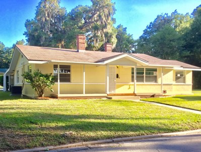 Crescent City, FL home for sale located at 601 Lemon Ave, Crescent City, FL 32112