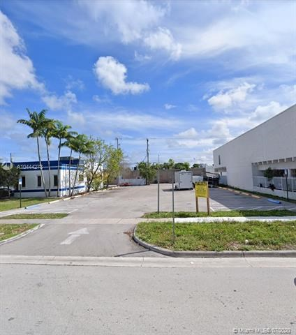 84 NE 168th St, North Miami Beach, FL 33162