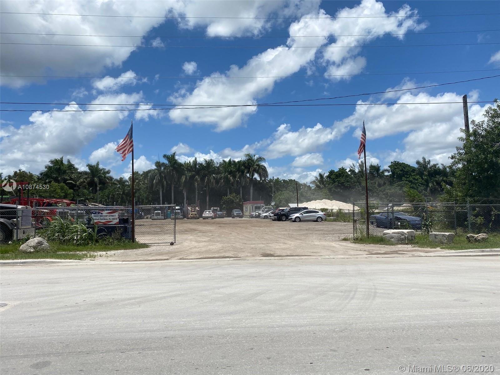 10831 NW 144th St, Hialeah Gardens, FL 33018