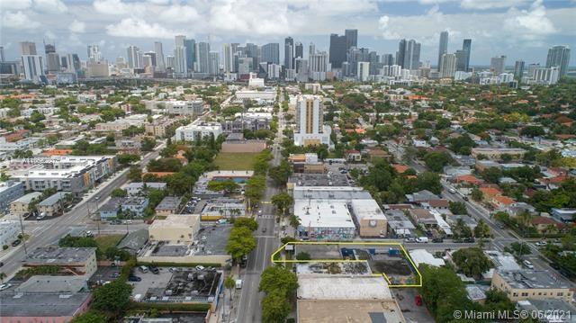 1000 SW 8th St, Miami, FL 33130