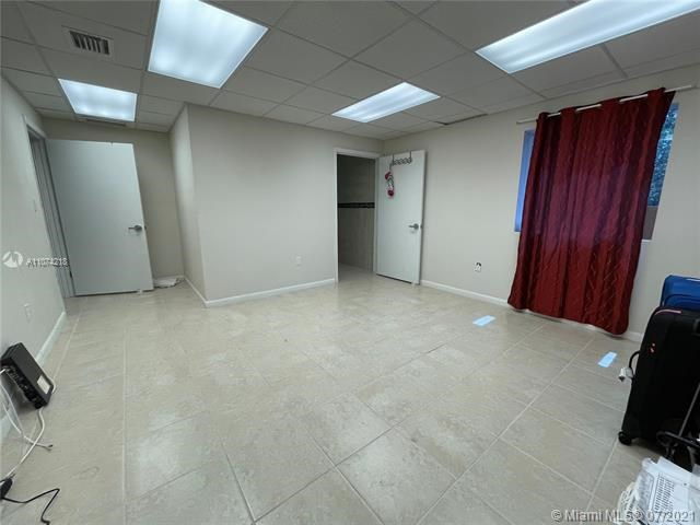 11001 SW 40th St, Miami, FL 33165