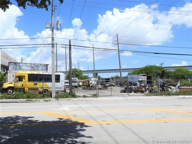 7025 NW 74th St, Medley, FL 33166