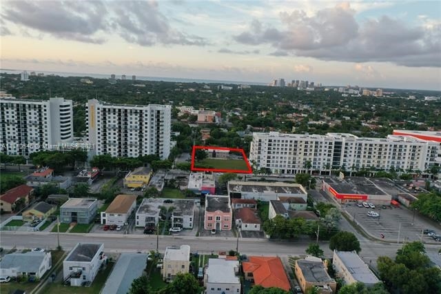 2000 SW 8th St, Miami, FL 33135