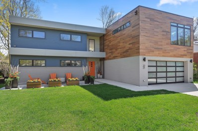 2221 Prairie Street, Glenview, IL 60025 - #: 10370137
