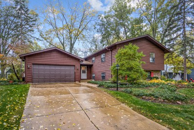 27W235 Oakwood Street, Winfield, IL 60190 - #: 10562209