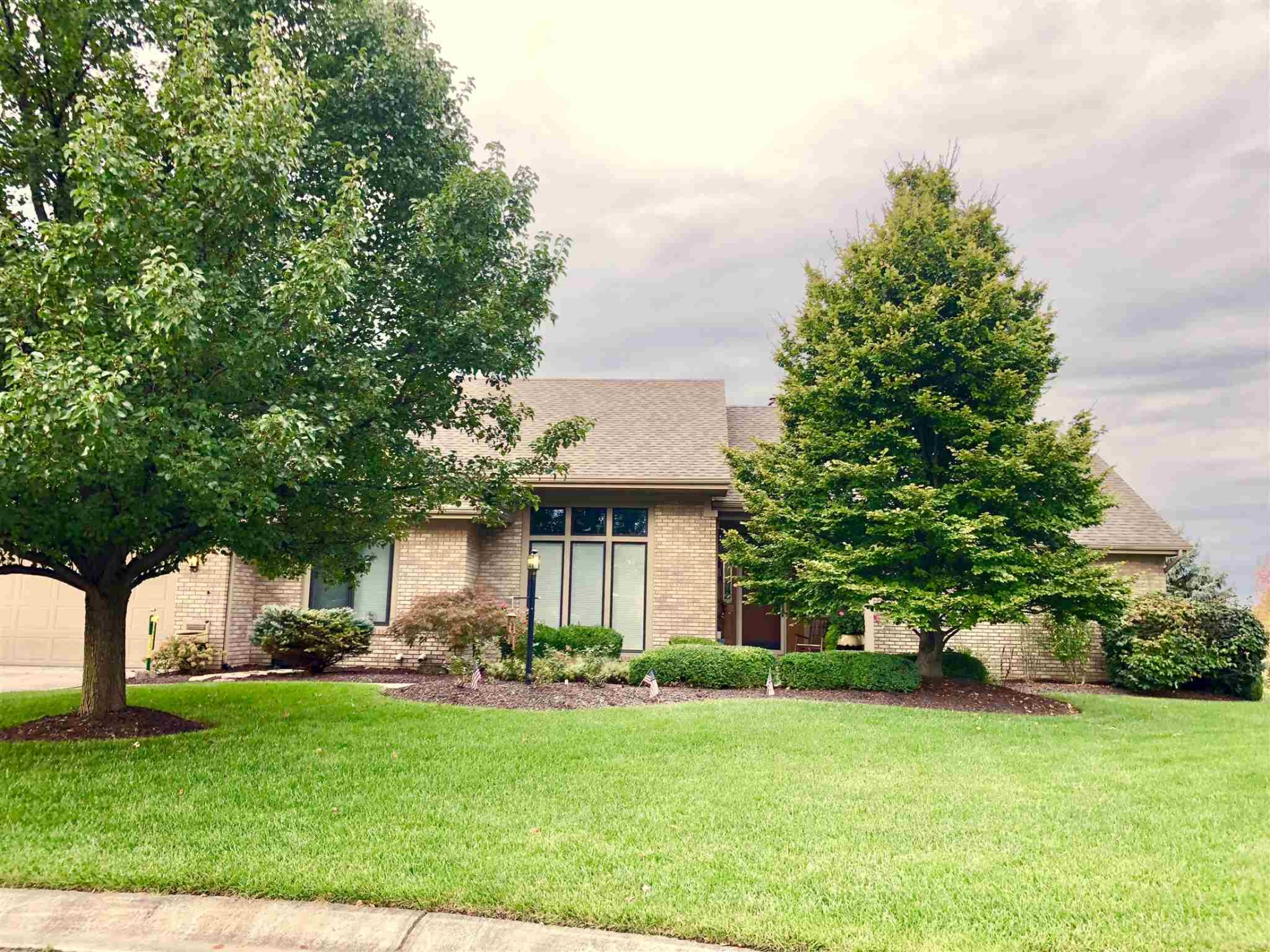 1412 shingle Oak Point, Fort Wayne