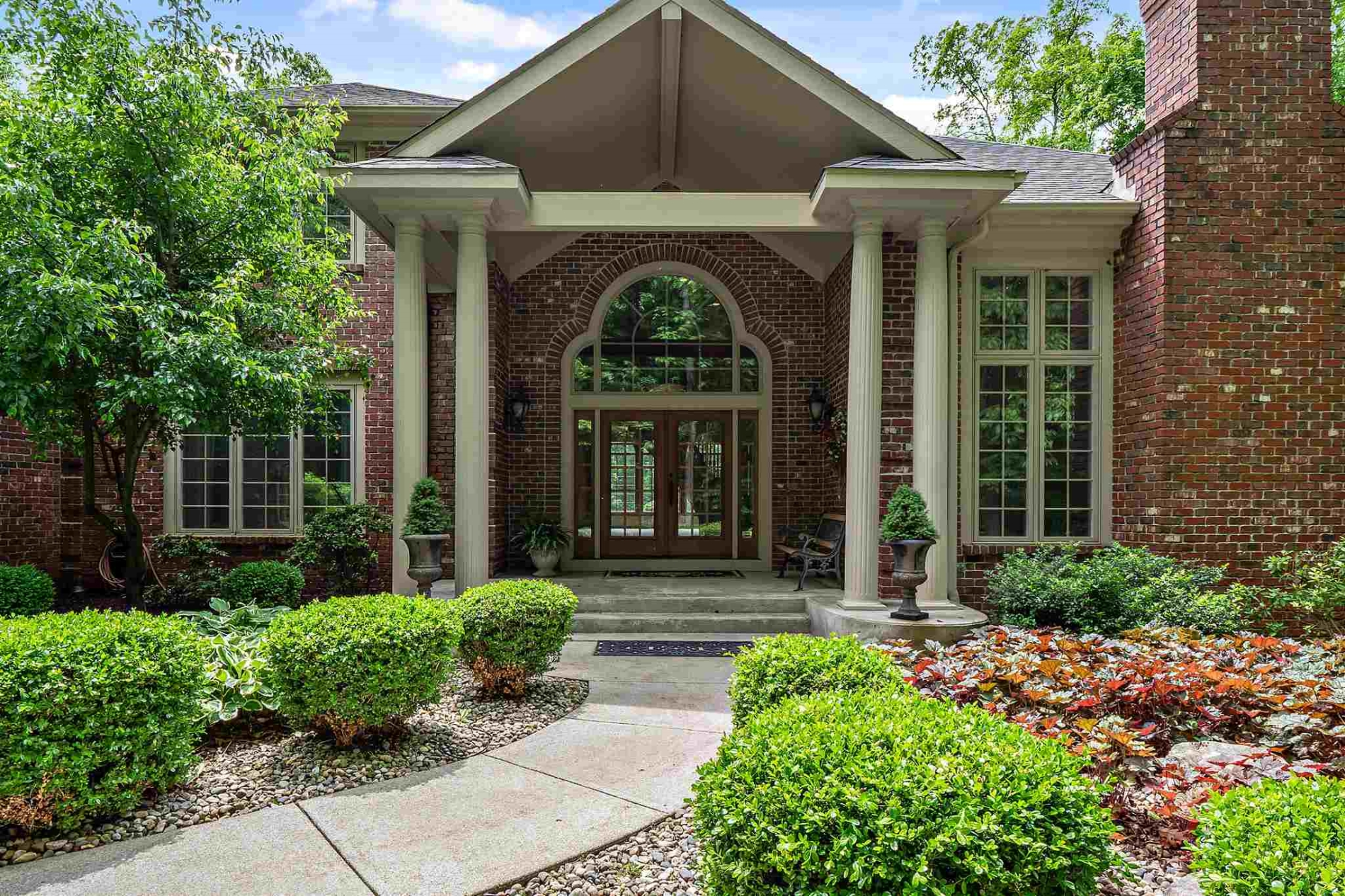 7830 E Manitou Trail, Roanoke