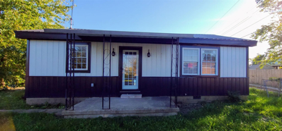 909 E Lake, Summitville, IN 46070 - #: 202143956