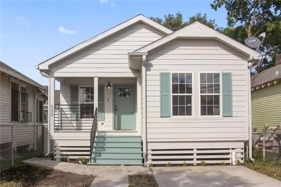 8229 Apple, New Orleans, LA 70118 - MLS#: 2173333