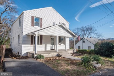 1335 Warren Avenue, Front Royal, VA 22630 - #: VAWR139052