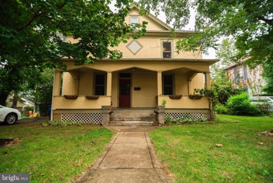 214 Lee, Front Royal, VA 22630 - #: VAWR141486