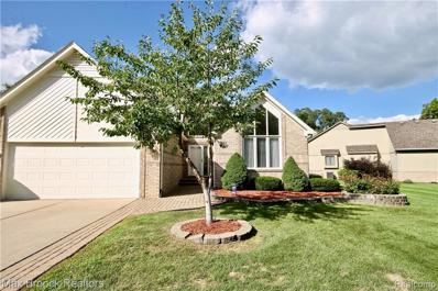 3135 Point Of The Woods Dr, West Bloomfield, MI 48324 - MLS#: 21511858