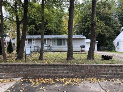 990 Pine Tree Rd, Lake Orion, MI 48362 - MLS#: 21515110