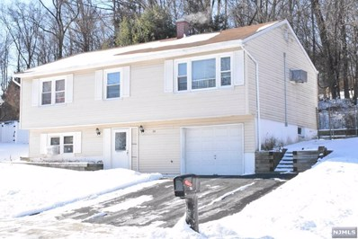 74 RED TWIG Trail, Bloomingdale, NJ 07403 - MLS#: 1801004