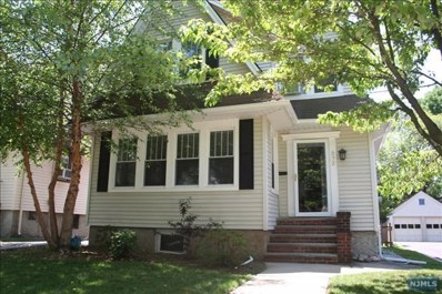 572 CUMBERLAND Avenue, Teaneck, NJ 07666 - MLS#: 1810262