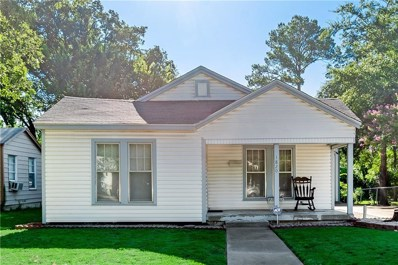 1820 Robinwood Drive, Fort Worth, TX 76111 - #: 14141468