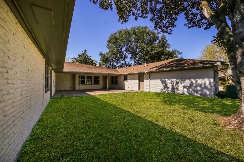 10011  Cliffwood Drive, 20