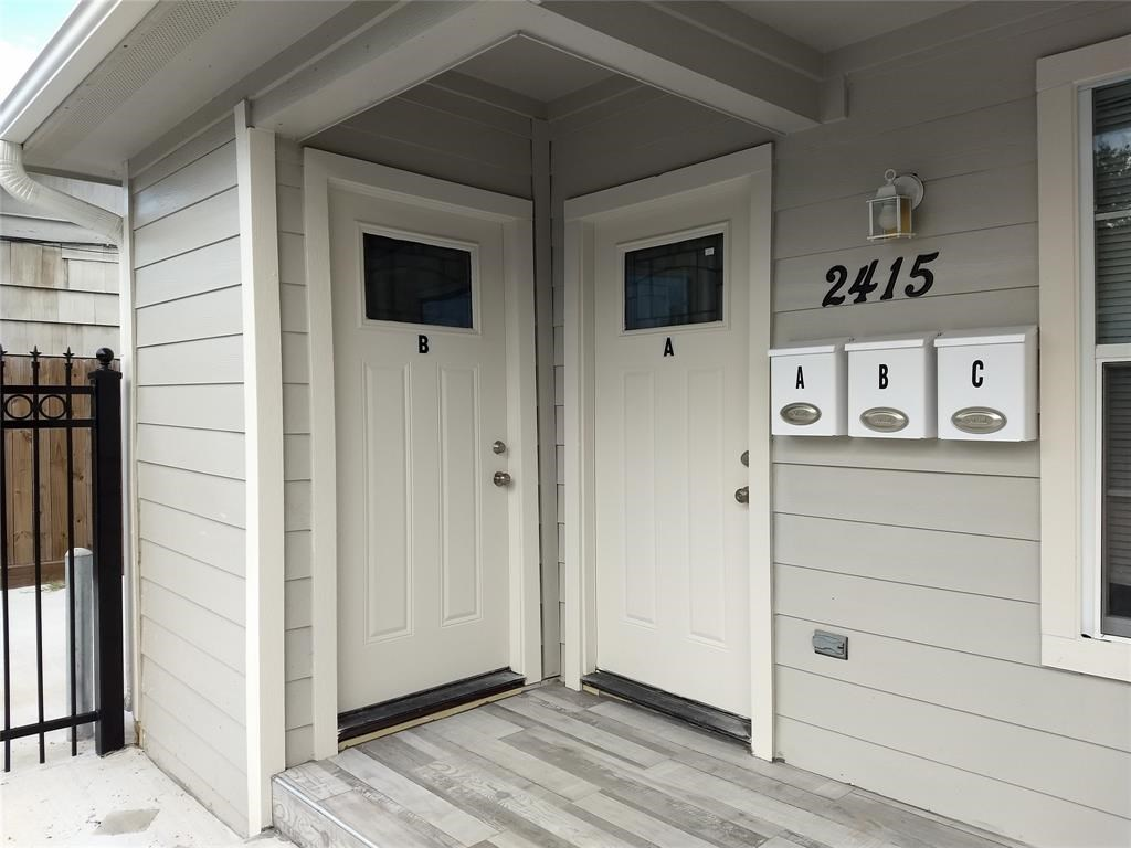2415  Lidstone Street, 4