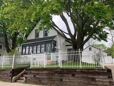 W59N401 Hilbert Ave, Cedarburg, WI 53012 - #: 1632420
