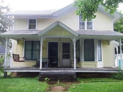325 E Oak St, Lake Mills, WI 53551 - #: 1646013