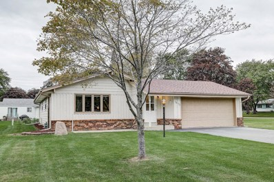 1613 S 166th St, New Berlin, WI 53151 - #: 1662328