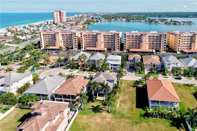 $750,000   107  Wimbledon Court Redington Shores,FL,33708 - MLS#: U8045576