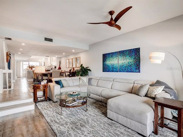 $485,000   132  1ST Street E 105 Tierra Verde,FL,33715 - MLS#: U8064407