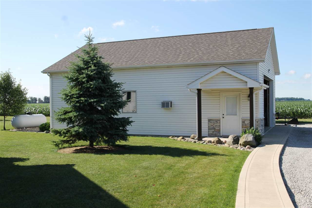 $405,000 | 2401 N  100W  W Bluffton,IN,46714 - MLS#: 201629789