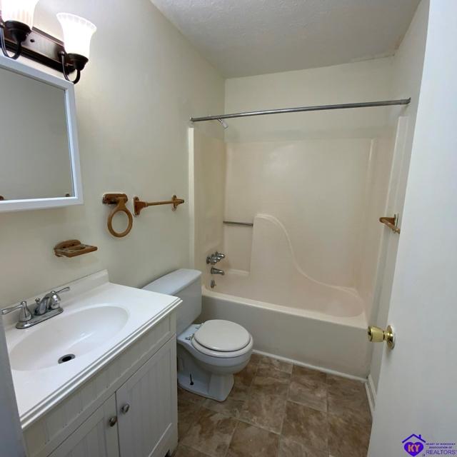 $139,900 | 2493  Lake Road Radcliff,KY,40160 - MLS#: 10054687